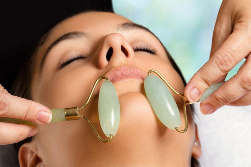 Lifting manuel du visage : Pour un teint lumineux et reposé, le visage remodelé