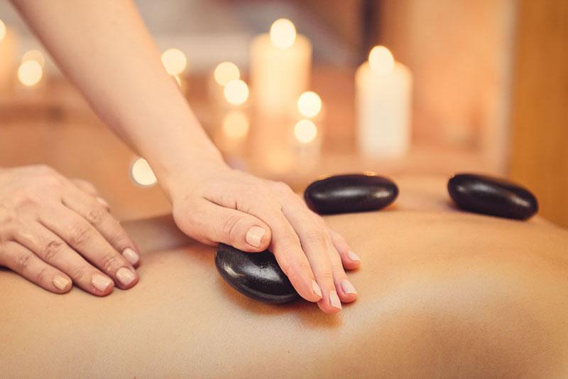 Massage aux Pierres chaudes : Réchauffer le corps et l'esprit